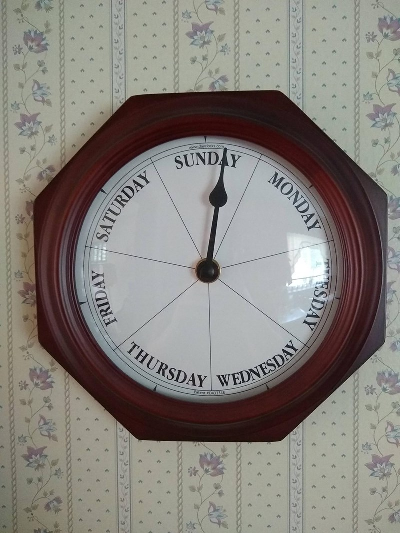 Clock - www.dayclocks.com SUNDAY THURSDAY WEDNESDAY Patent D433348 MONDAY SATURDAY ESDAY FRIDAY