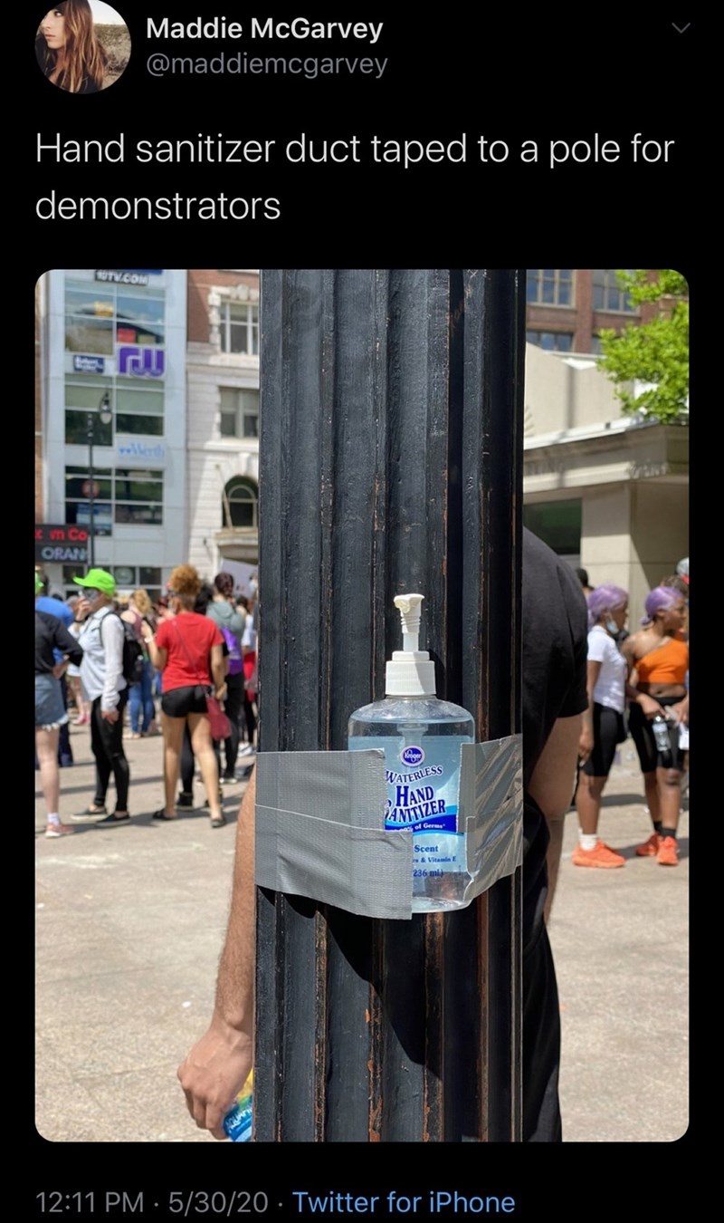 Maddie McGarvey @maddiemcgarvey Hand sanitizer duct taped to a pole for demonstrators OTV.COM vn Co ORAN WATERLESS HAND AMIZER of Germs Scent rs&Vitamin E 236 ml) 12:11 PM · 5/30/20 · Twitter for iPhone