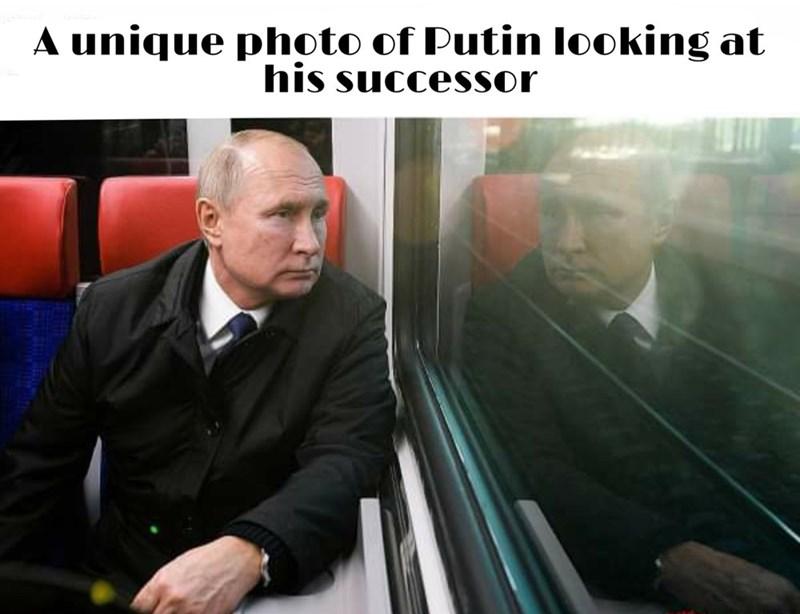 Transport - A unique photo of Putin looking at his successor