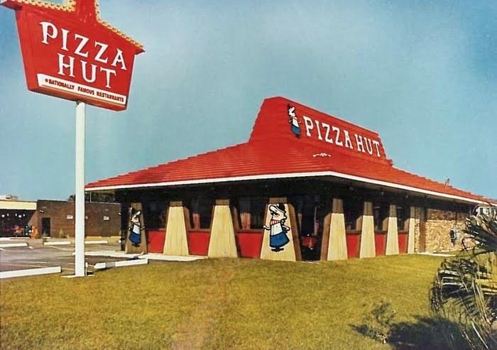 Building - PIZZA HUT PIZZA HUT ATIONALLY FAMOS RASTRATS