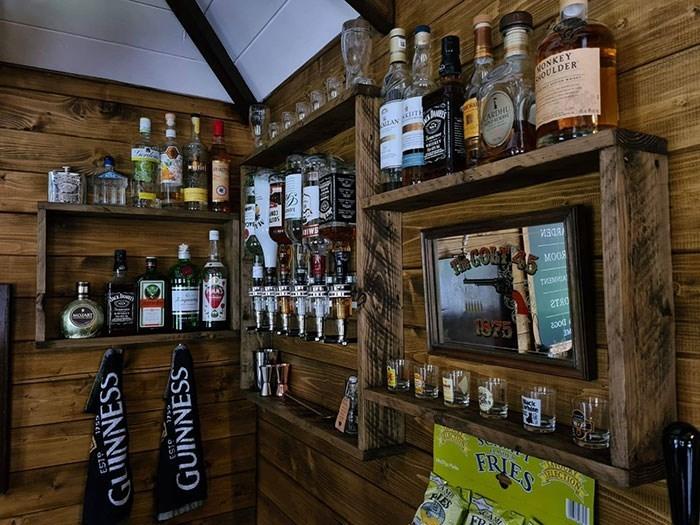 Liquor store - WONKEY VOULDER AN MOOS 2TAO 1875 200d FRIESTON IES Sarad GUINNESS GUINNESS