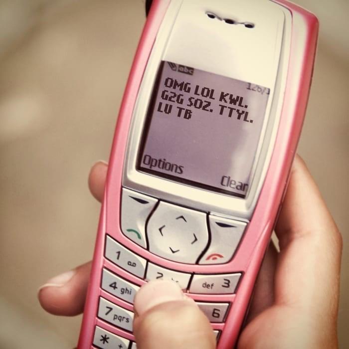 Mobile phone - 126/3 OMG LOL KWL. G2G SOZ. TTYL. LU TB Options Clear 1 . def 3 4 ghi 7 pars