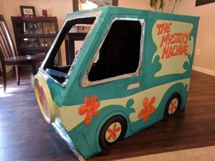 Vehicle - THE MYSTERY MACHINE