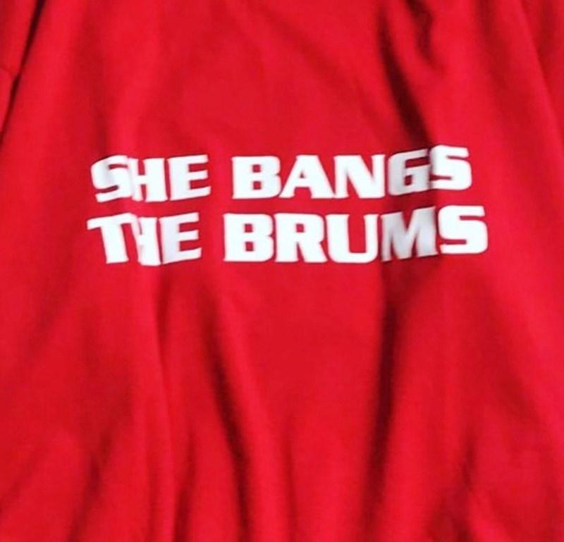 Red - SHE BANGS TIE BRUMS