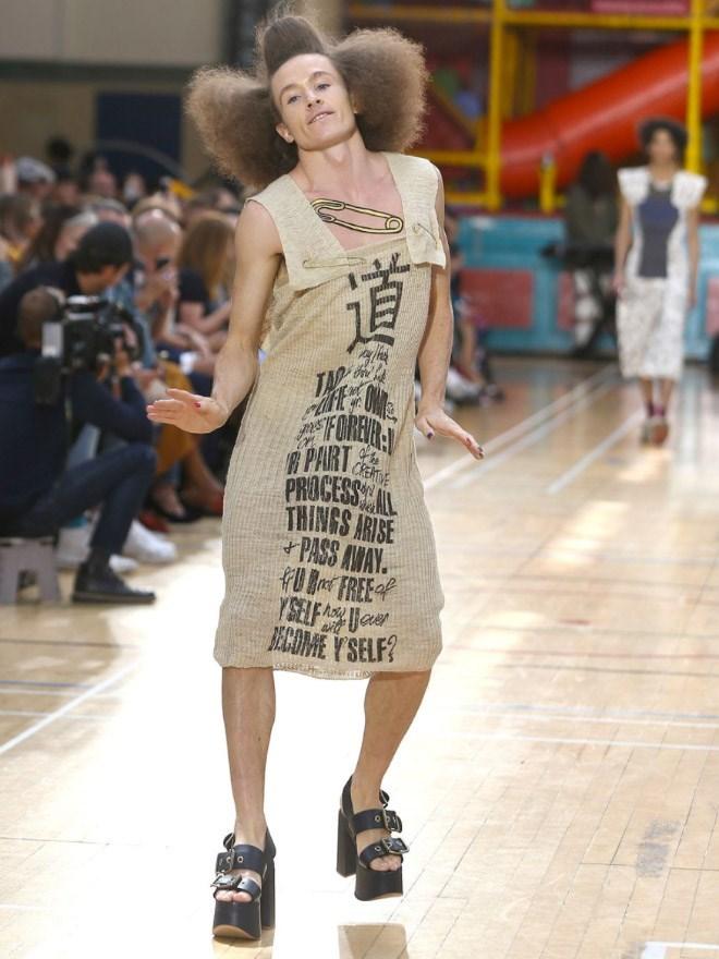 Fashion model - 道 FOREHR PAIRT PROCESS AL THINGS ARISE + PASS AWAY. FU B FREE YSELFAUae BECONME Y SELF? 道