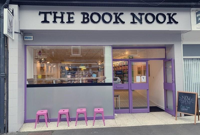 Building - THE BOOK NOOK E Mo A Wares NOW OPEN! 8am-6pm EVERDA ELĒLEL