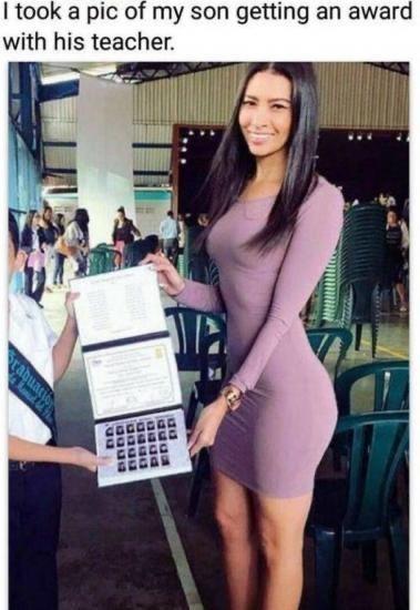 Leg - I took a pic of my son getting an award with his teacher. rabuatio auga Rund