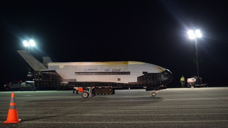 US Air Force's Secret X-37B Space Plane Lands After 780 Day Orbit
