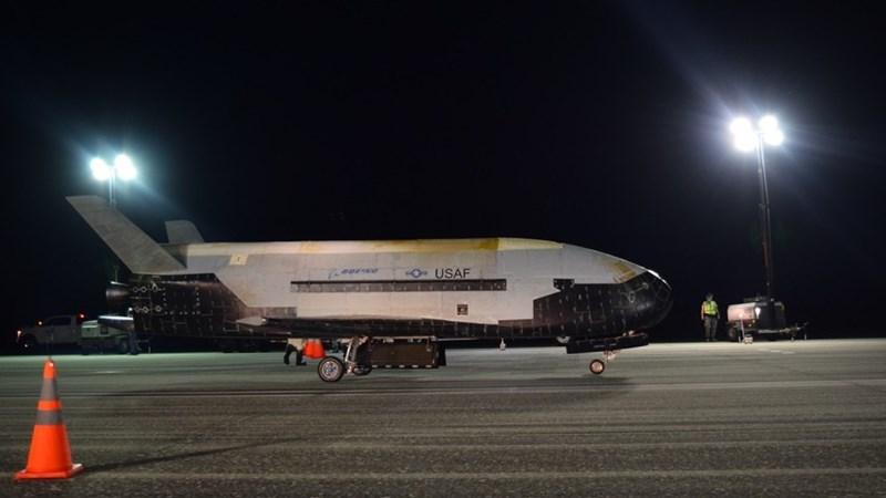 US Air Force's Secret X-37B Space Plane Lands After 780 Day Orbit