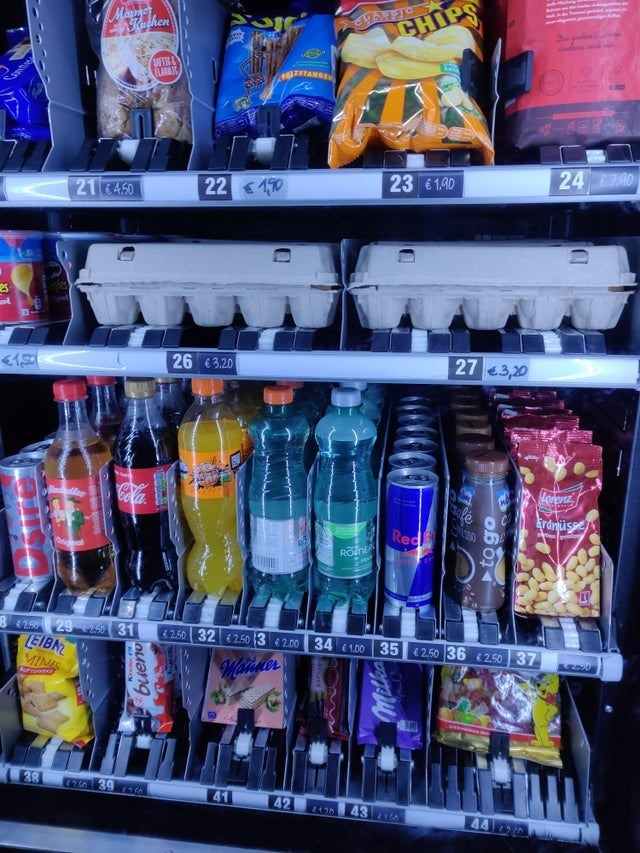 Soft drink - Marmor Rashen CHIPS ander FLAMIC 24 40 23 61.90 21 €4.50 22 10 27 3,20 26 €3.20 Cola le Red Mee Eranüsse 8250 29 50 31 LEIBN MINIS 4250 32 2.50 3 € 2.00 34 100 35 2.50 36 250 37 Mainner 38 41 42 43 A 44 bueno to go