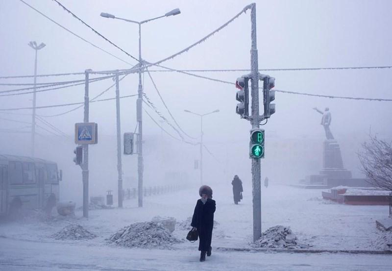 photo oymyakon street frozen snow cold