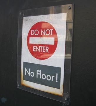 Text - DO NOT ENTER No Floor!