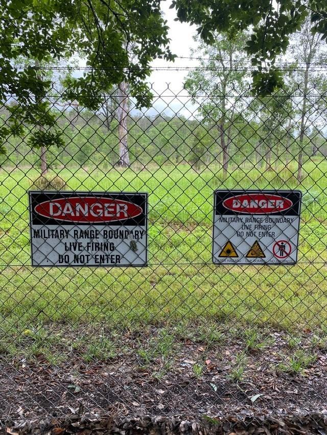 Land lot - DANGER DANGER MILITARY RANGE BOUNDARY tVE FIRING 20 NOT ENTER MILITARY RANGE BOUNDARY BIVE FIRING DO NOT ENTER
