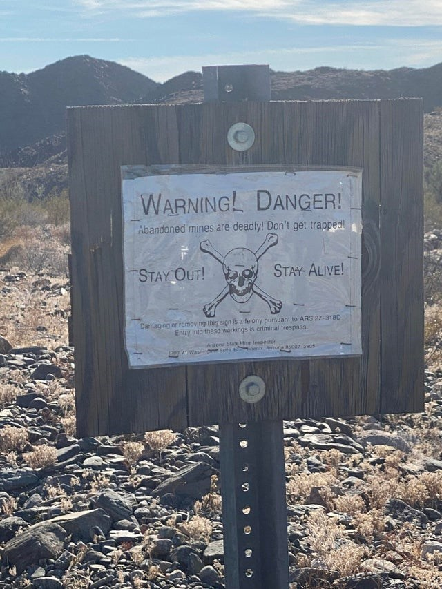 Sky - WARNINGL DANGER! Abandoned mines are deadly! Don't get trapped! STAY OUT! STAY ALIVE! Damaging or removing this sign is a felony pursuant to ARS 27-3180 Entry into these workings is criminal trespass. Anzona State Mine Insector 3200VWash Sute 40 enix Anzuna Rs007 05