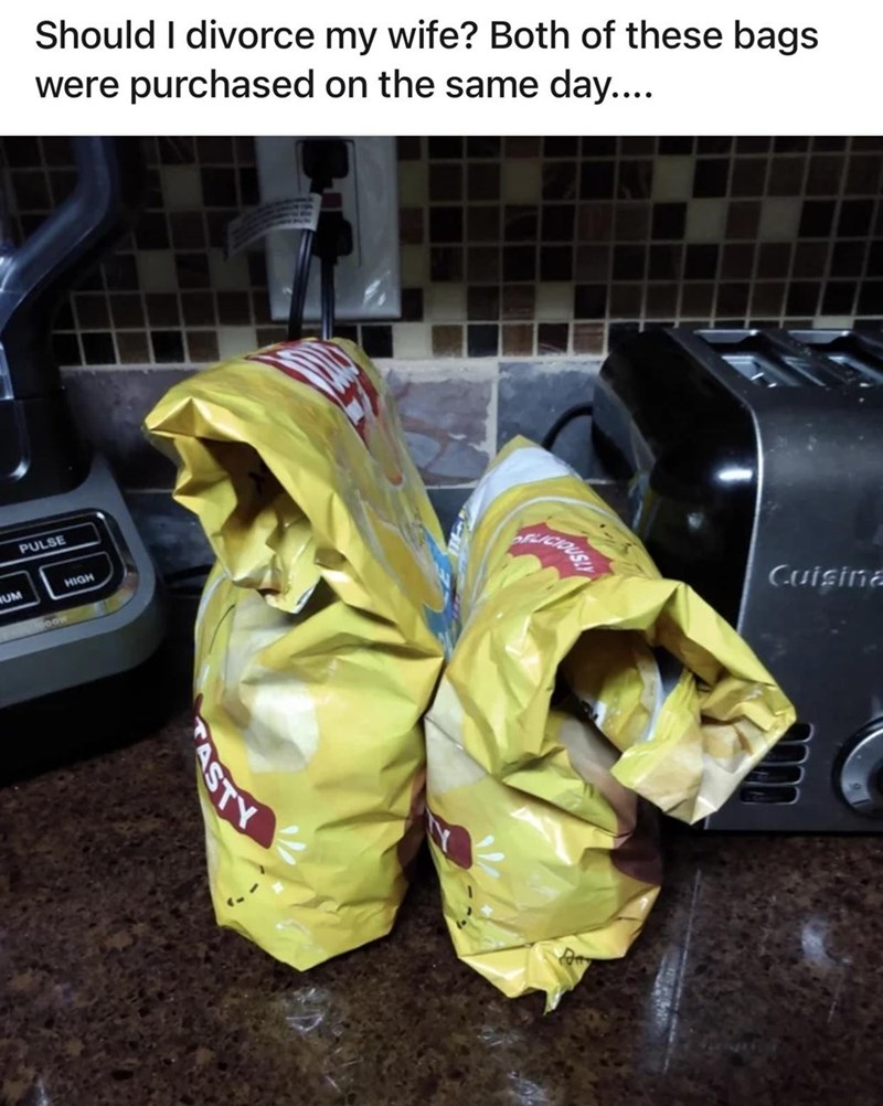 Plastic bag - Should I divorce my wife? Both of these bags were purchased on the same day.... PULSE HDIH NUM oow Cuisina ASTY