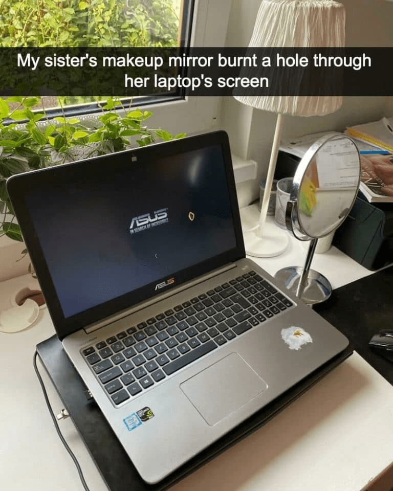 Computer - My sister's makeup mirror burnt a hole through her laptop's screen ASUS SEARCH DEr ASUS Ex N EN