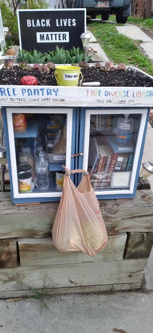 Plant - 791 BLACK LIVES MATTER Take on REE PANTRY FREE DIVERSE LIBRAR JHAT YOU NEED, LEAVE WHAT YOU CAN TAKE ONE, LEAVE oNE REAMD Da e put RIMOVE TAM MASKS Gold READ IN COLOR Halves THE KITE RUER