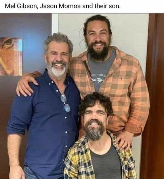 Smile - Mel Gibson, Jason Momoa and their son. Yor