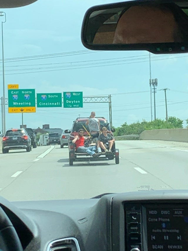 Car - LEFT EAST NORTH WEST 70 7 7i SOUTH 70 Dayton 1/4 MILE Wheeling Cincinnati EXIT ONLY HOD DISC AUX Cona Phone Audo Streaing 1411 SCAN NICES