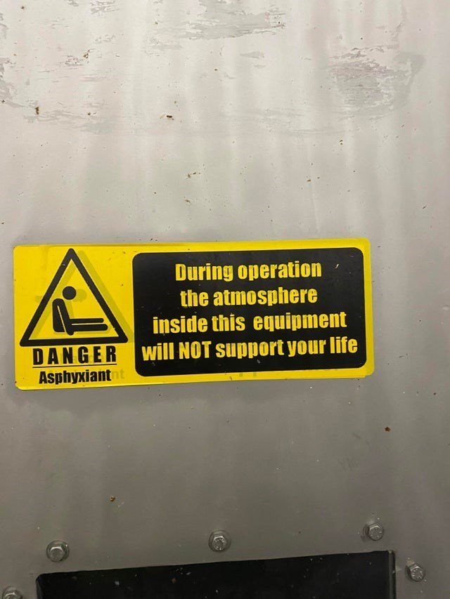 Motor vehicle - During operation the atmosphere inside this equipment DANGER Will NOT support your life Asphyxiant nt