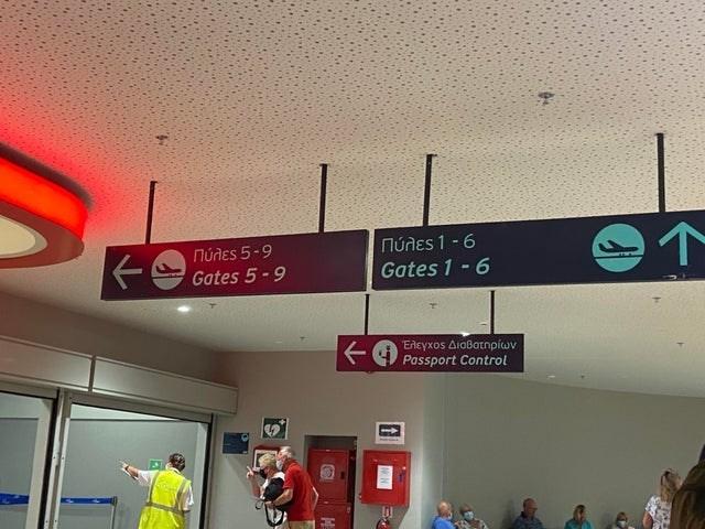 Font - Núdes 1 - 6 Gates 1 - 6 Núnes 5-9 Gates 5-9 Eneyxos AioBatnpiwv Passport Control