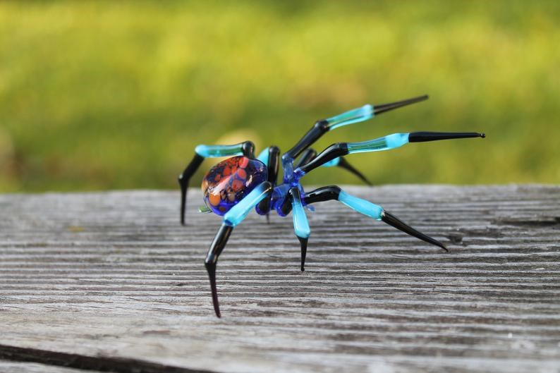 glass art spiders sculpture