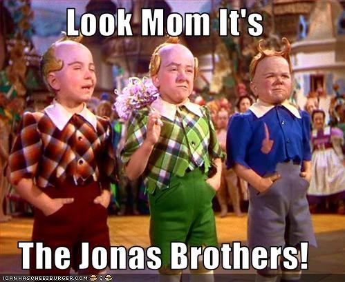 Look Mom It's  The Jonas Brothers!