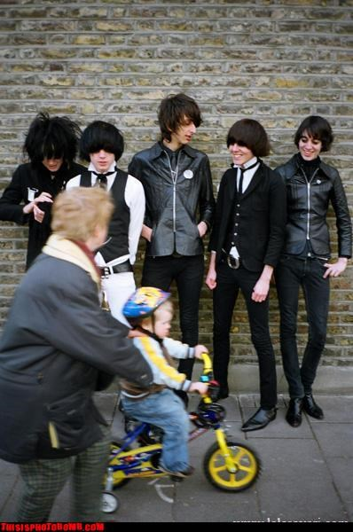 THE HORRORS PHOTOBOMB.