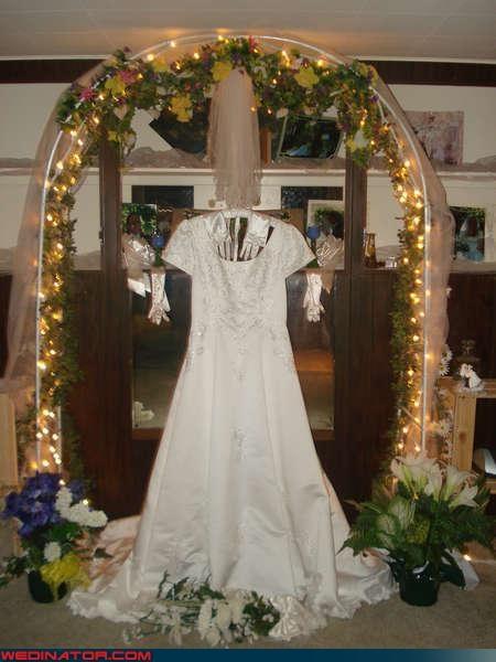 bride,Carrie,Crazy Brides,crazy groom,creepy,fashion is my passion,funny wedding photos,romance,surprise,wedding dress,wedding layout,wedding shrine,weird shrine,wtf