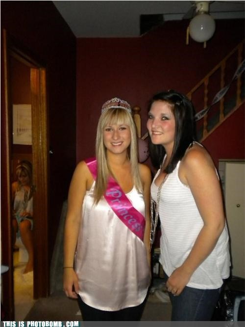 babes,Party,photobomb,princess,toilet,whoops
