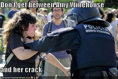 Don't get between Amy Winehouse  and her crack