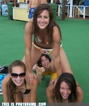 babes,beach,bikini,photobomb,thumbs up