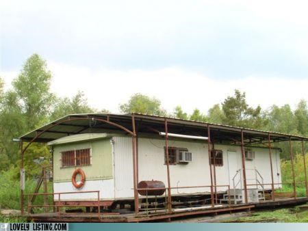 Now THAT'S a Houseboat!