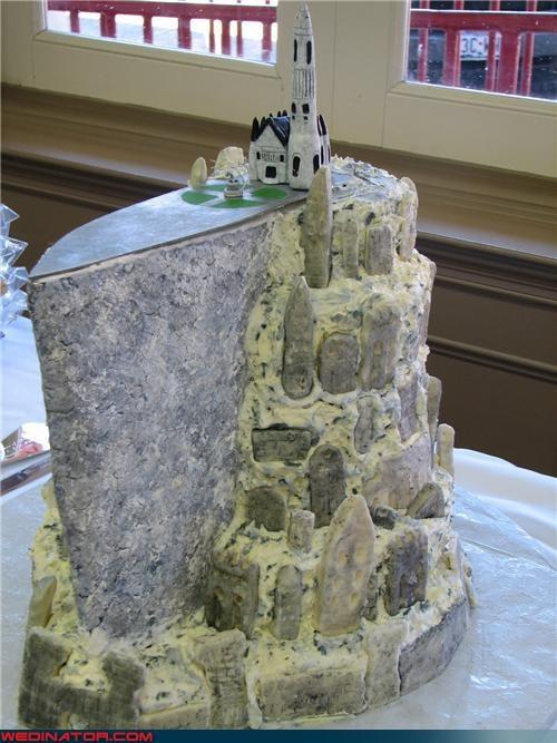 funny wedding photos,geek,nerd,Lord of the Rings,wedding cake