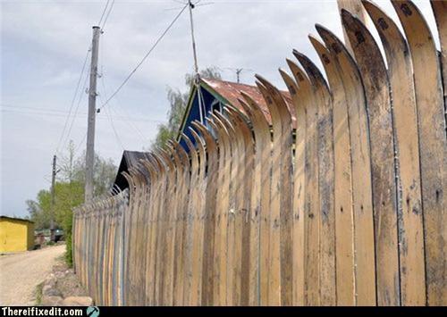 dual use,fence,skis,snow