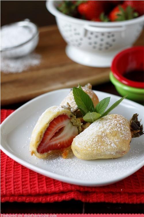 batter,epicute,fried,powdered sugar,strawberries