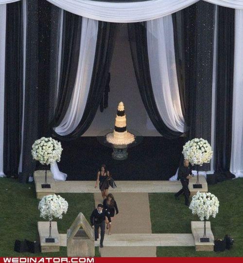 celeb,funny wedding photos,kim kardashian,wedding cake