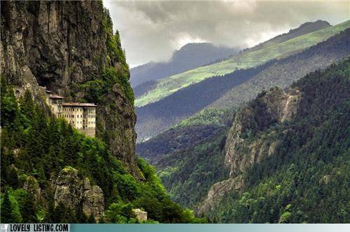 castle,mountains