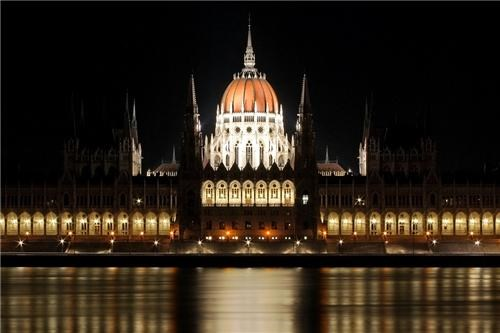 architecture,black,budapest,darkness,eastern europe,europe,getaways,government,Hall of Fame,hungary,night,night photography,night time,parliament,white