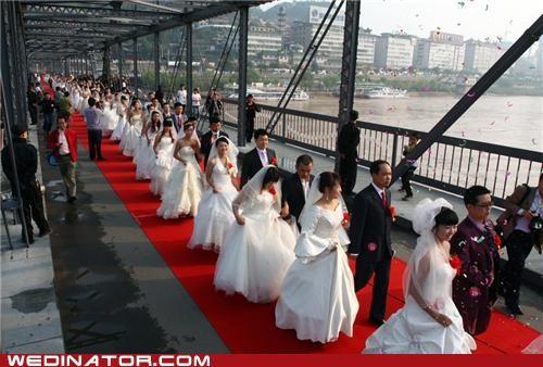100 couples,China,funny wedding photos,mass wedding