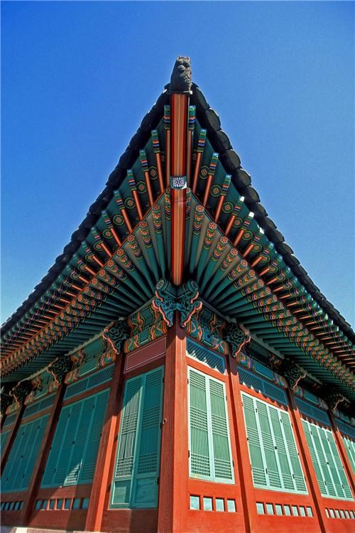 architecture,asia,changdeok palace,getaways,green,red,seoul,south korea
