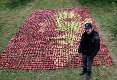 Steve Jobs Portrait in Apples of the Day