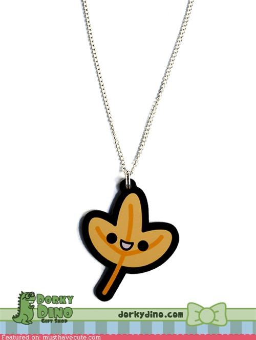 accessories,chain,face,fall,Jewelry,leaf,necklace,pendant,smile