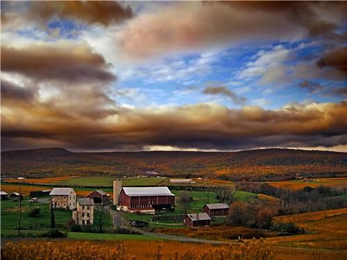 clouds,farm,getaways,gold,green,horizon,north america,pennsylvania,united states,vivid colors