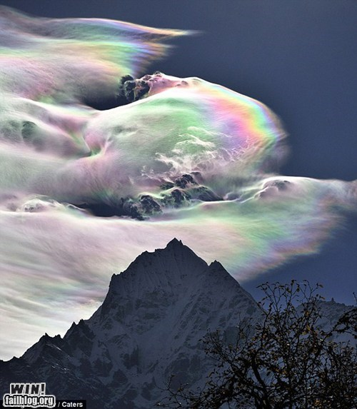 Mother Nature FTW: Rainbow Clouds!