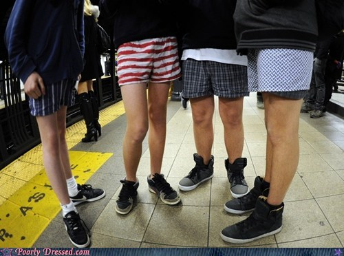"Improv Everywhere Does Their Annual ""No Pants Subway Ride"""