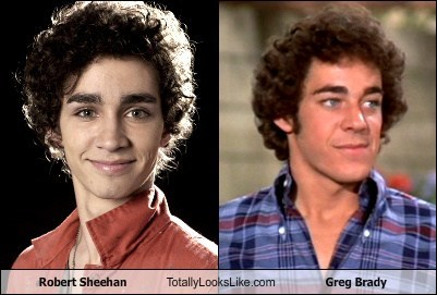 Robert Sheehan Totally Looks Like Greg Brady (Barry Williams)
