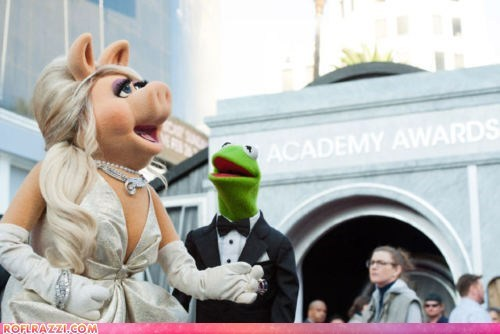 Miss Piggy and Kermit at the Oscars