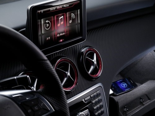 Mercedes-Benz Siri Feature of the Day