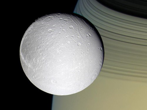 Oxygen Discovered Around Saturn's Moon of the Day